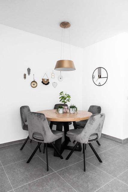עיצוב פינת אוכל בדירת קבלן
